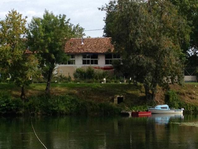 Vente - Maison - Châteauneuf-sur-Charente - 200.00m² - 4 pièces - Ref : 447