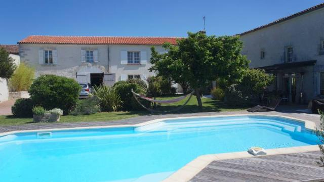 Vente - Maison - Saint-Laurent-de-Cognac - 450.00m² - 12 pièces - Ref : 100081814
