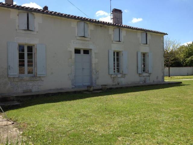 Vente - Maison - Gensac-la-Pallue - 0.00m² - 5 pièces - Ref : 1000341