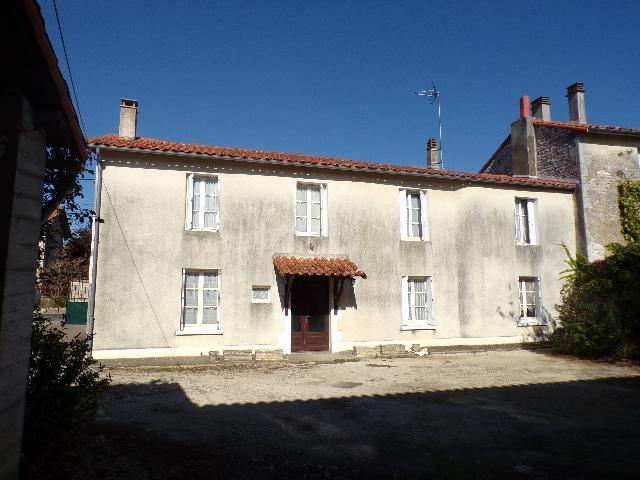 Vente - Maison - Villefagnan - 138.00m² - 4 pièces - Ref : M123MA