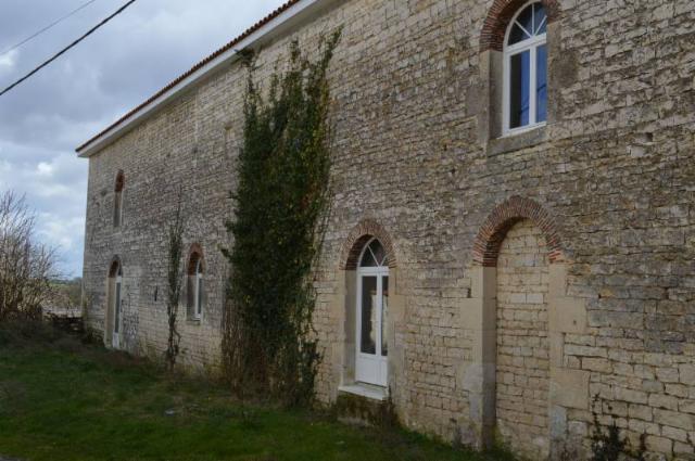 Vente - Maison - Ruffec - 450.00m² - 3 pièces - Ref : M67LHN79