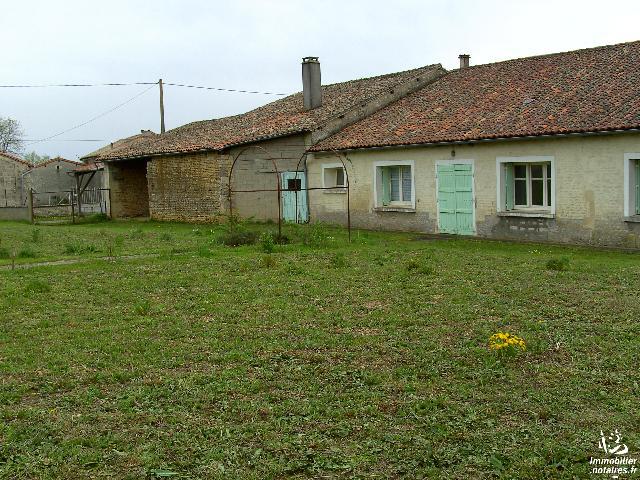 Vente - Maison - Villefagnan - 150.00m² - 6 pièces - Ref : M140LI