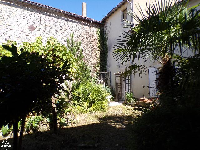 Vente - Maison - Villefagnan - 170.00m² - 7 pièces - Ref : M153JO
