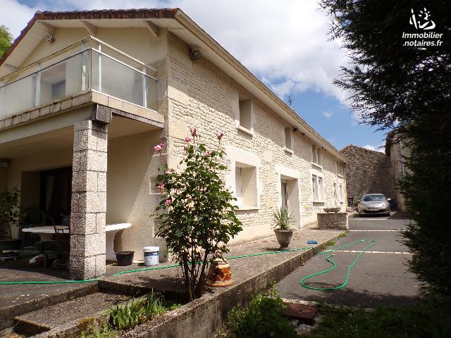 Vente - Maison - Villefagnan - 220.00m² - 8 pièces - Ref : M181SA