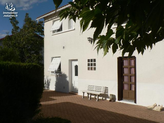 Vente - Maison - Ruffec - 120.00m² - 5 pièces - Ref : M192WE