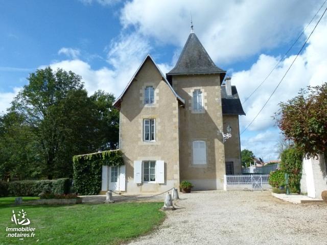 Vente - Maison - Pleuville - 234.00m² - 9 pièces - Ref : C722