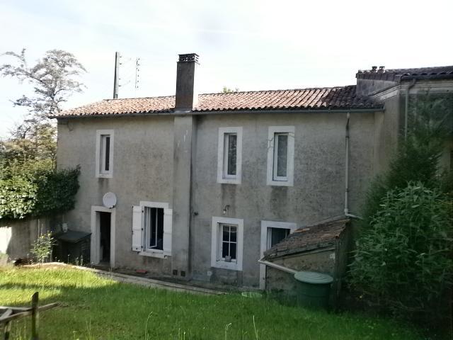 Vente - Maison - Chabanais - 98.00m² - 4 pièces - Ref : C219