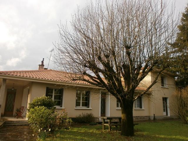 Vente - Maison - Chabanais - 200.00m² - 9 pièces - Ref : C168