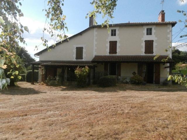 Vente - Maison - Saint-Quentin-sur-Charente - 115.00m² - 6 pièces - Ref : C515