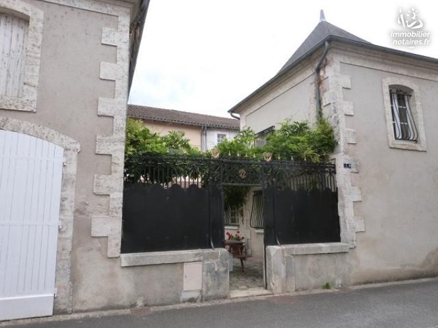 Vente - Maison - Chabanais - 239.00m² - 10 pièces - Ref : EC597