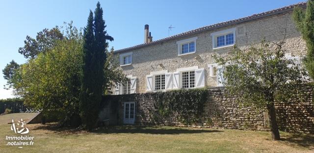 Vente - Maison - Vars - 290.00m² - 9 pièces - Ref : EC639