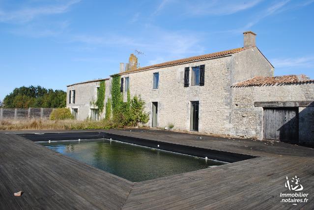 Vente aux Enchères - Maison - Saint-Ouen-d'Aunis - 365.00m² - 8 pièces - Ref : 180933VAE049