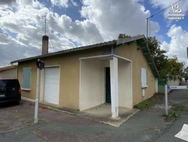 Vente aux Enchères - Maison - Saint-Jean-d'Angély - 53.0m² - 3 pièces - Ref : 201033VAE020