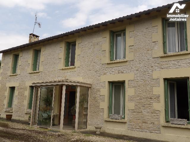 Vente - Maison - Matha - 195.0m² - 8 pièces - Ref : k640