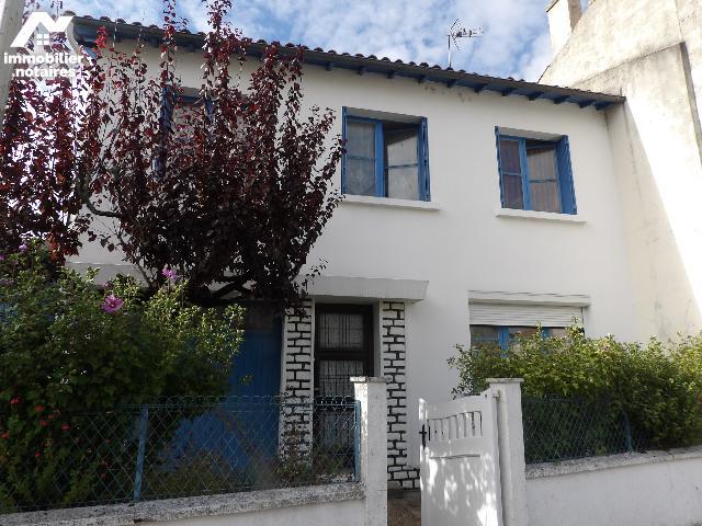 Vente - Maison - Matha - 99.0m² - 7 pièces - Ref : k653