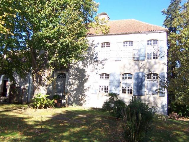 Vente - Maison - Lembeye - 500.00m² - 8 pièces - Ref : St Jean MI