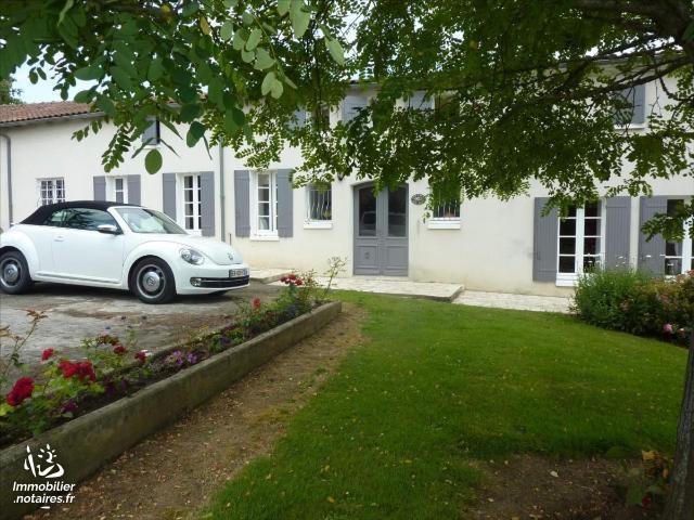 Vente - Maison - Jonzac - 244.0m² - 9 pièces - Ref : 1586