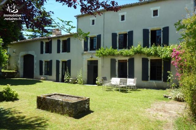 Vente - Maison - Jonzac - 230.0m² - 10 pièces - Ref : 1575