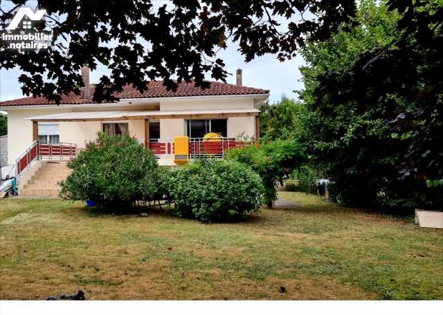 Vente - Maison - Jonzac - 132.0m² - 6 pièces - Ref : 1600