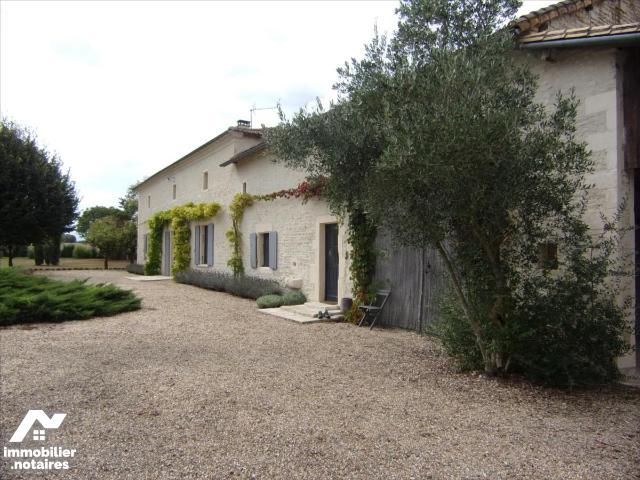 Vente - Maison - Chef-Boutonne - 180.0m² - 7 pièces - Ref : 21 1163