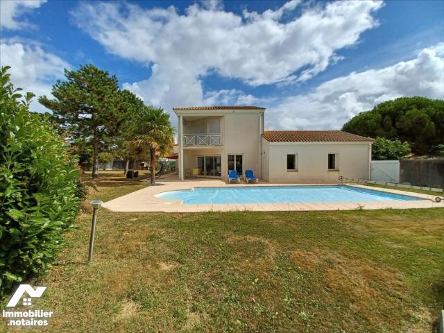 Vente - Maison - Roche-sur-Yon - 176.0m² - 7 pièces - Ref : RY00052