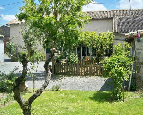 Vente - Maison - Sainte-Soline - 193.0m² - 8 pièces - Ref : MA00155