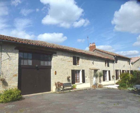 Vente - Maison - Sainte-Soline - 220.0m² - 8 pièces - Ref : MR116