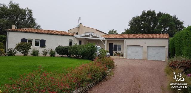 Vente - Maison - Breuillet - 192.00m² - 6 pièces - Ref : 01943
