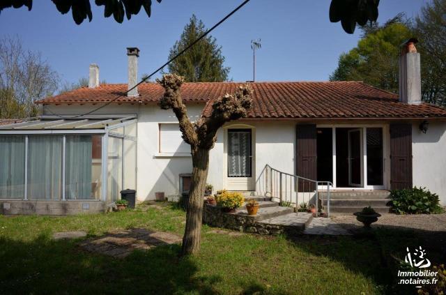 Vente - Maison - Saintes - 95.70m² - 5 pièces - Ref : FM/290