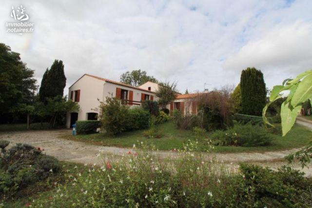 Vente - Maison - Saint-Georges-des-Coteaux - 172.69m² - 7 pièces - Ref : FM/315