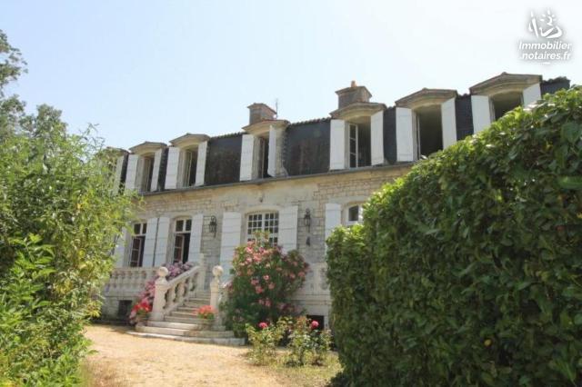 Vente - Maison - Saintes - 275.59m² - 10 pièces - Ref : FM/251