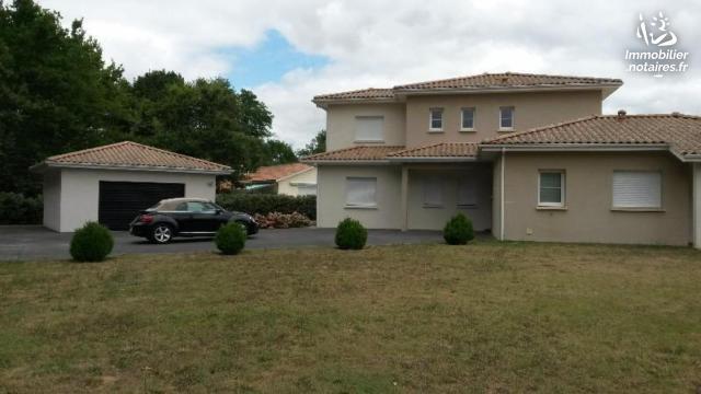 Vente - Maison - Lesparre-Médoc - 220.00m² - 8 pièces - Ref : 100/1236