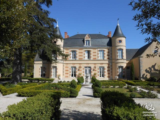 Vente - Maison - Saint-Georges-lès-Baillargeaux - 473.0m² - 10 pièces - Ref : 018/693